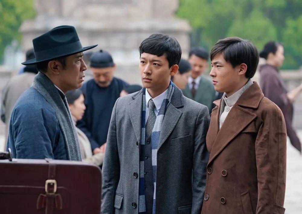 《觉醒年代》剧照,陈独秀(左)、陈延年(中)、陈乔年(右)