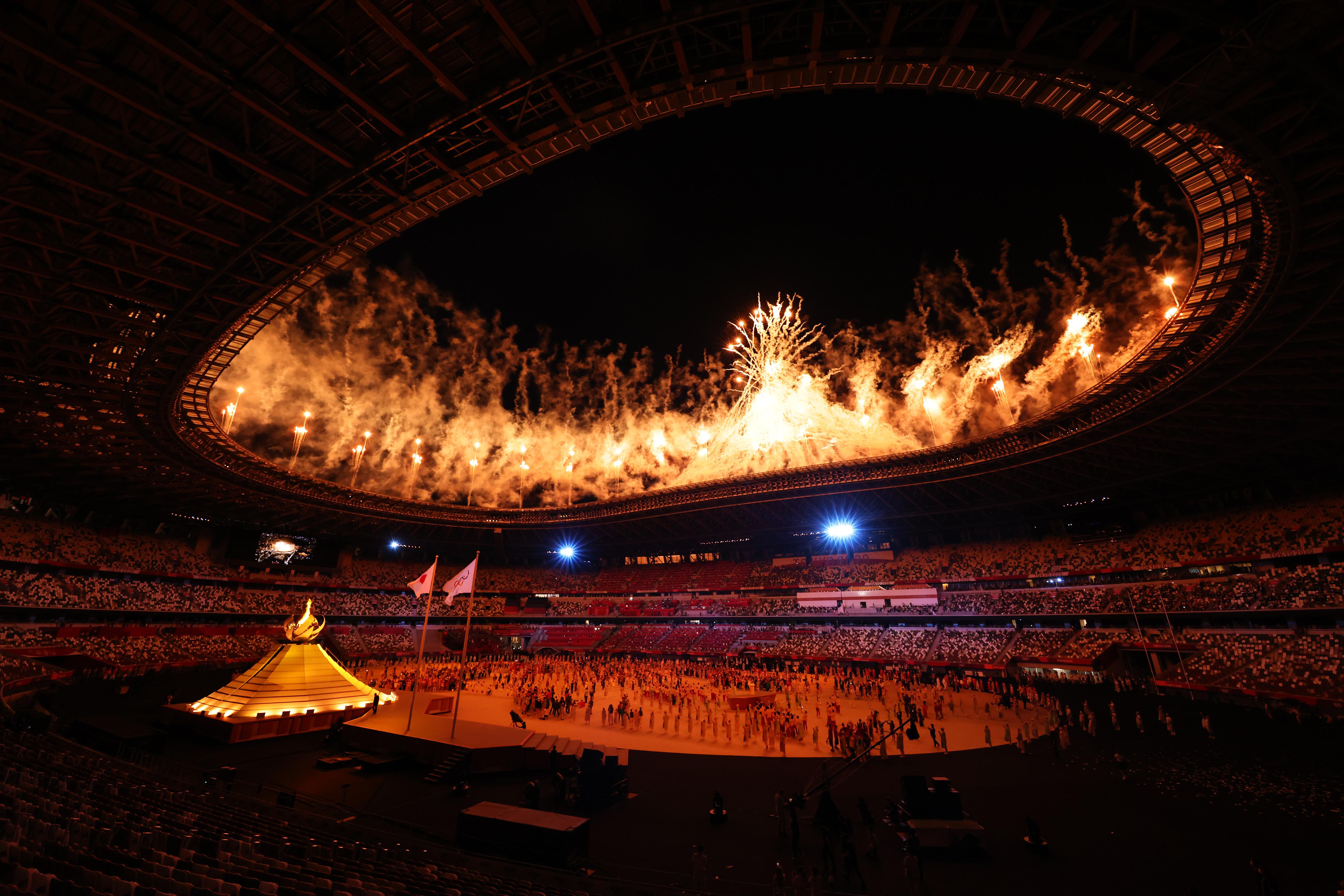 当地时间2021年7月23日,日本东京,2020东京奥运会开幕式上的烟花。