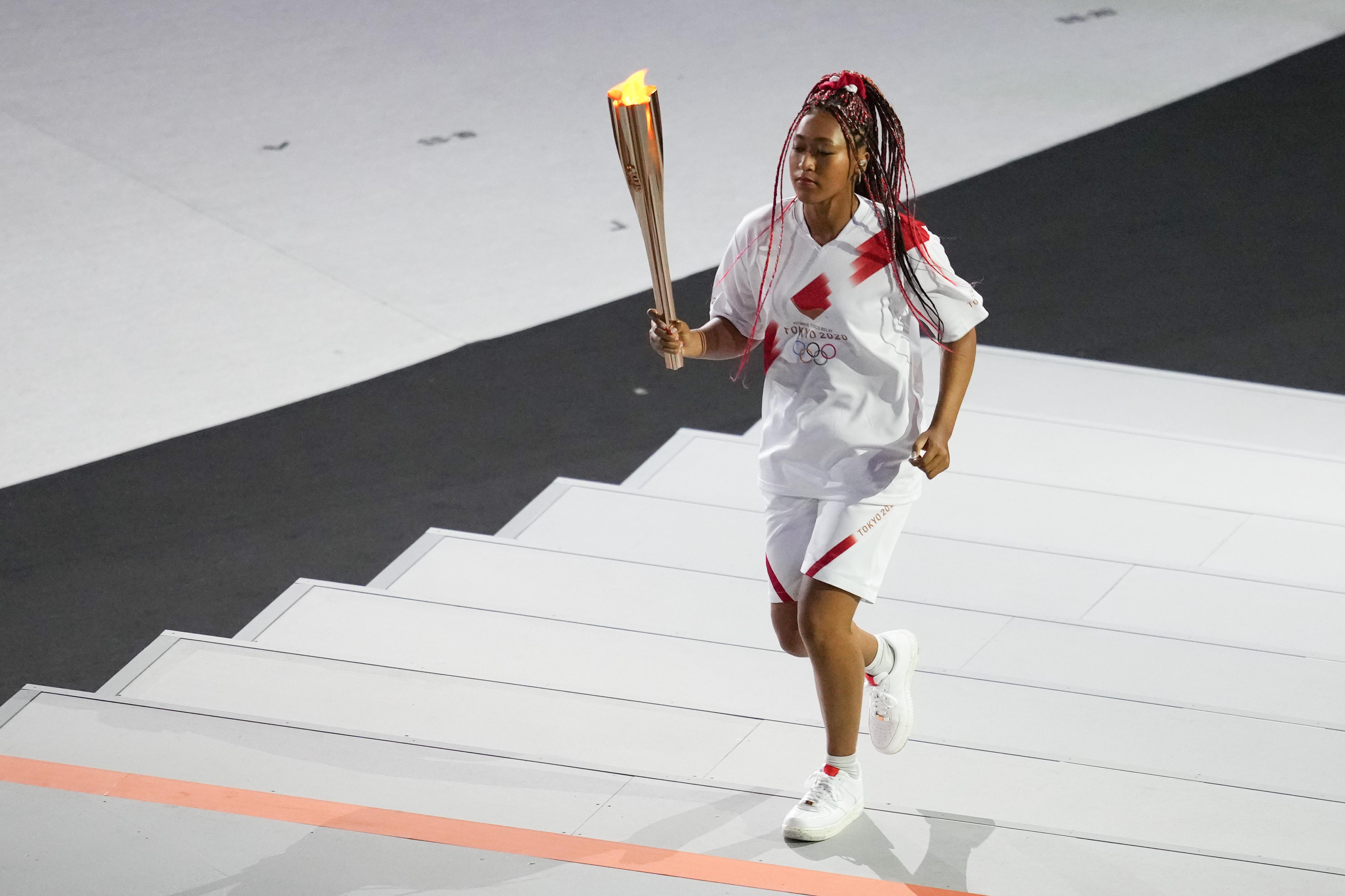 当地时间2021年7月23日,日本东京,2020东京奥运会开幕式,奥运圣火开幕式场地内传递,主火炬最终点燃。
