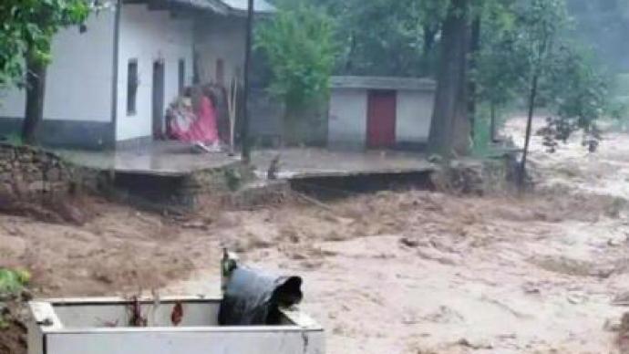 陕西洛南县遭暴雨袭击,16镇办5.8万人转移