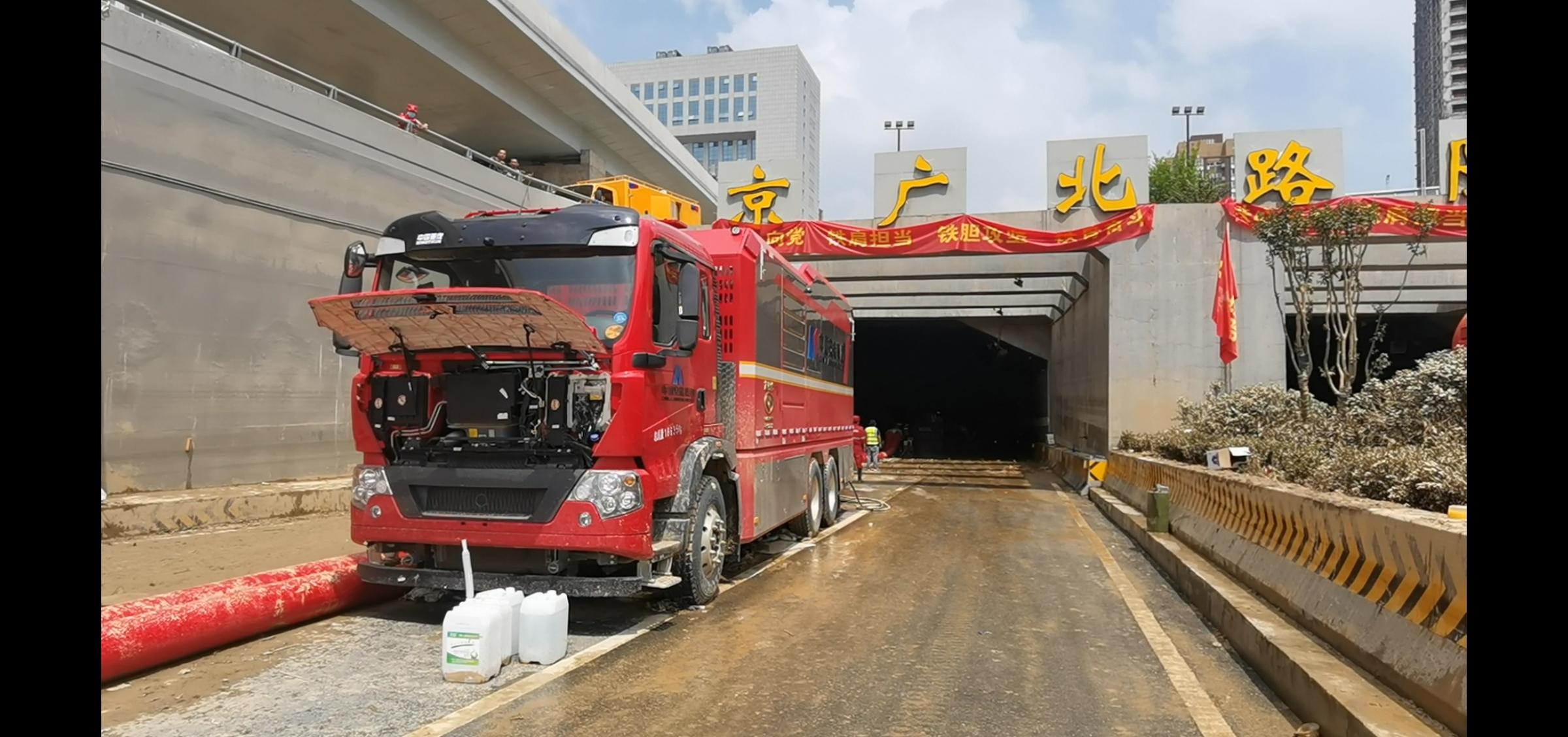 7月24日上午11点,京广北路隧道南出口。