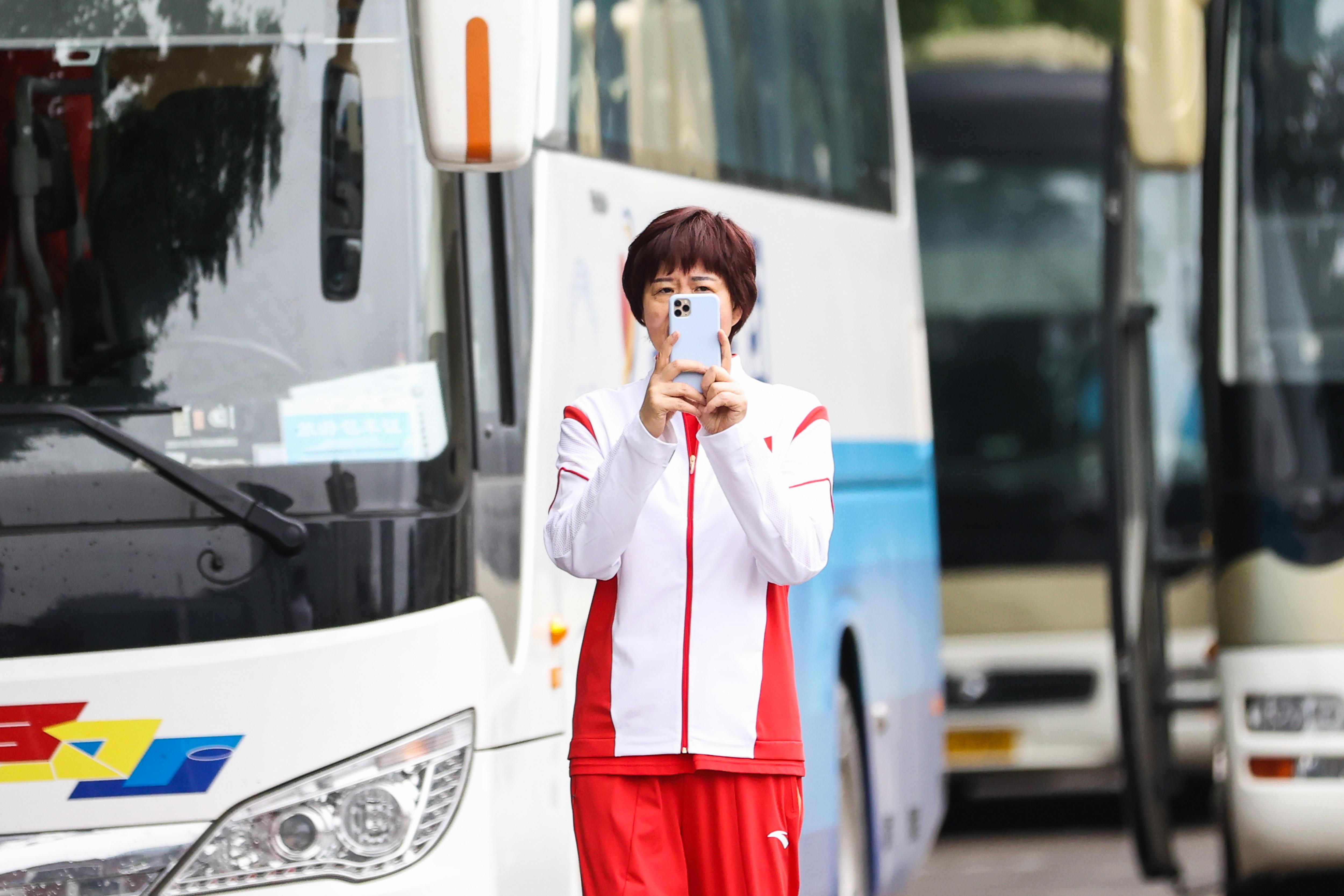 郎平指导将带领女排冲击冠军。
