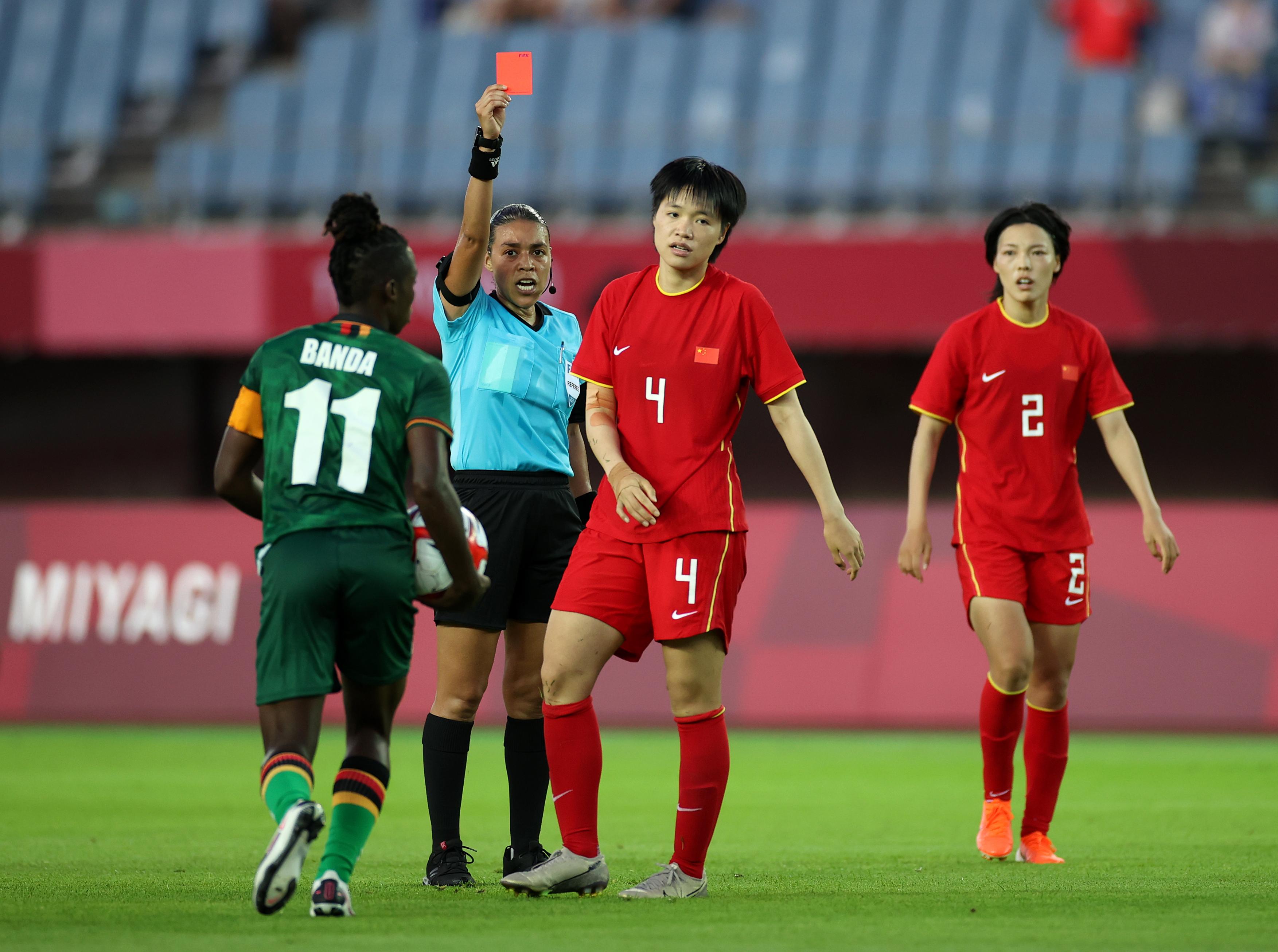 李晴潼被红牌罚下。