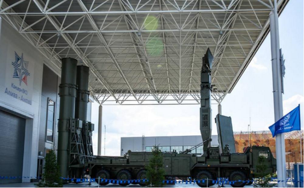 """""""阿巴坎""""防空导弹发射车,可见该导弹发射车和S-500有很多相似之处。"""