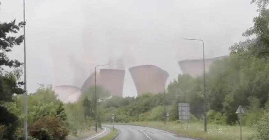 2021年英国斯塔福德郡Rugeley发电站冷却塔爆破