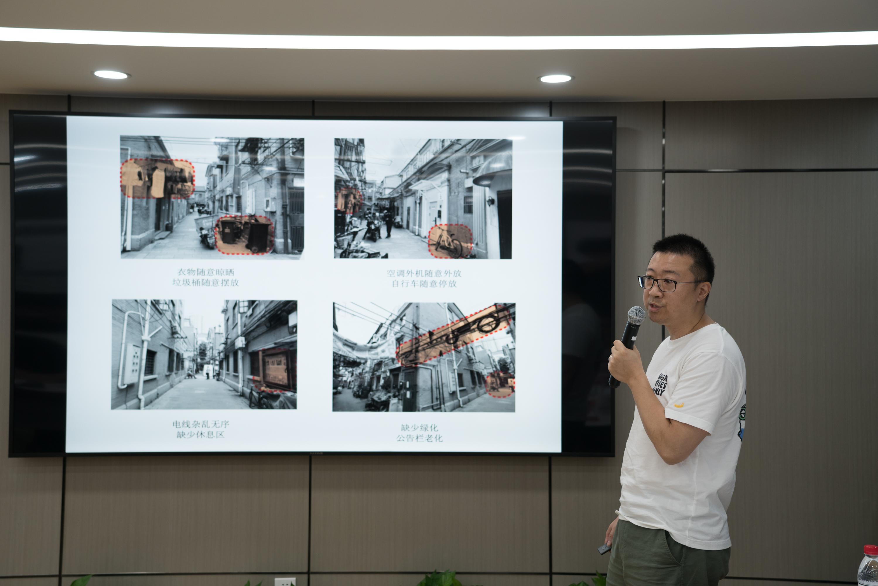 本义建筑正在汇报。团队成员:王青、李梁;组长:王青。