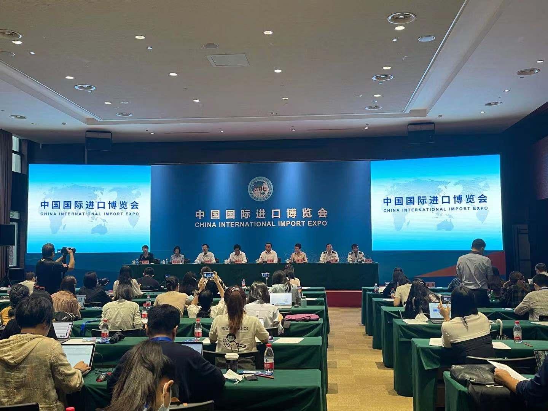 7月26日上午,第四届中国国际进口博览会开幕倒计时100天新闻通气会在上海国家会展中心举行。记者 李佳蔚 图