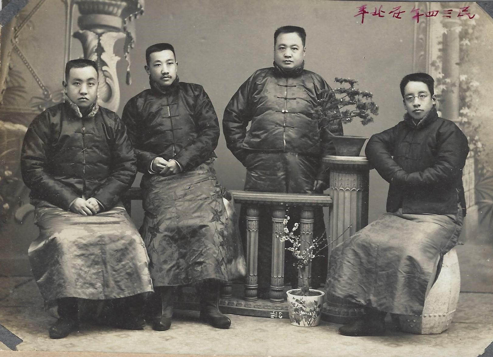 1914年,王伯群(左二)与章太炎(右一)等在北京合影