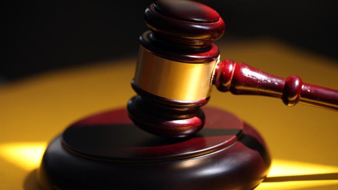 重庆姐弟坠亡案庭审:女被告人是否割腕逼迫男被告人杀子成焦点