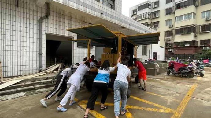 口述|公益项目专员:为郑州医院送发电机,轰鸣声是最美音乐