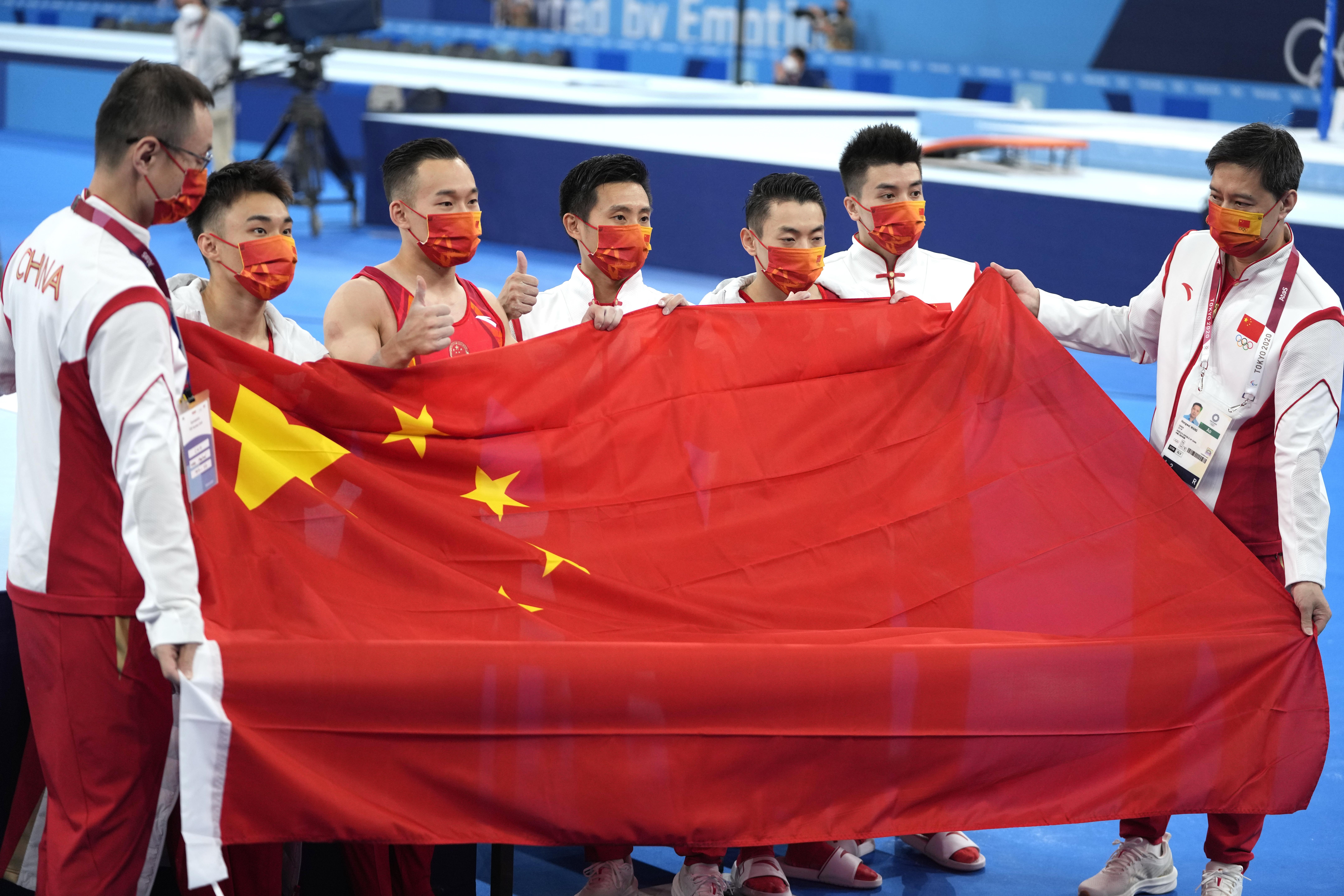 中国体操队遗憾摘铜。
