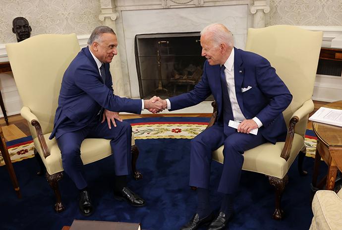 当地时间2021年7月26日,美国华盛顿,美国总统拜登和伊拉克总理卡迪米举行会晤。澎湃影像 图