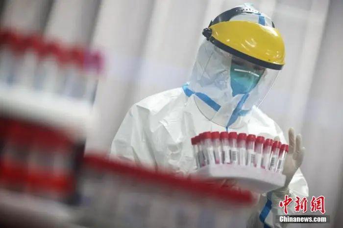 南京市第一医院核酸实验室 泱波 摄
