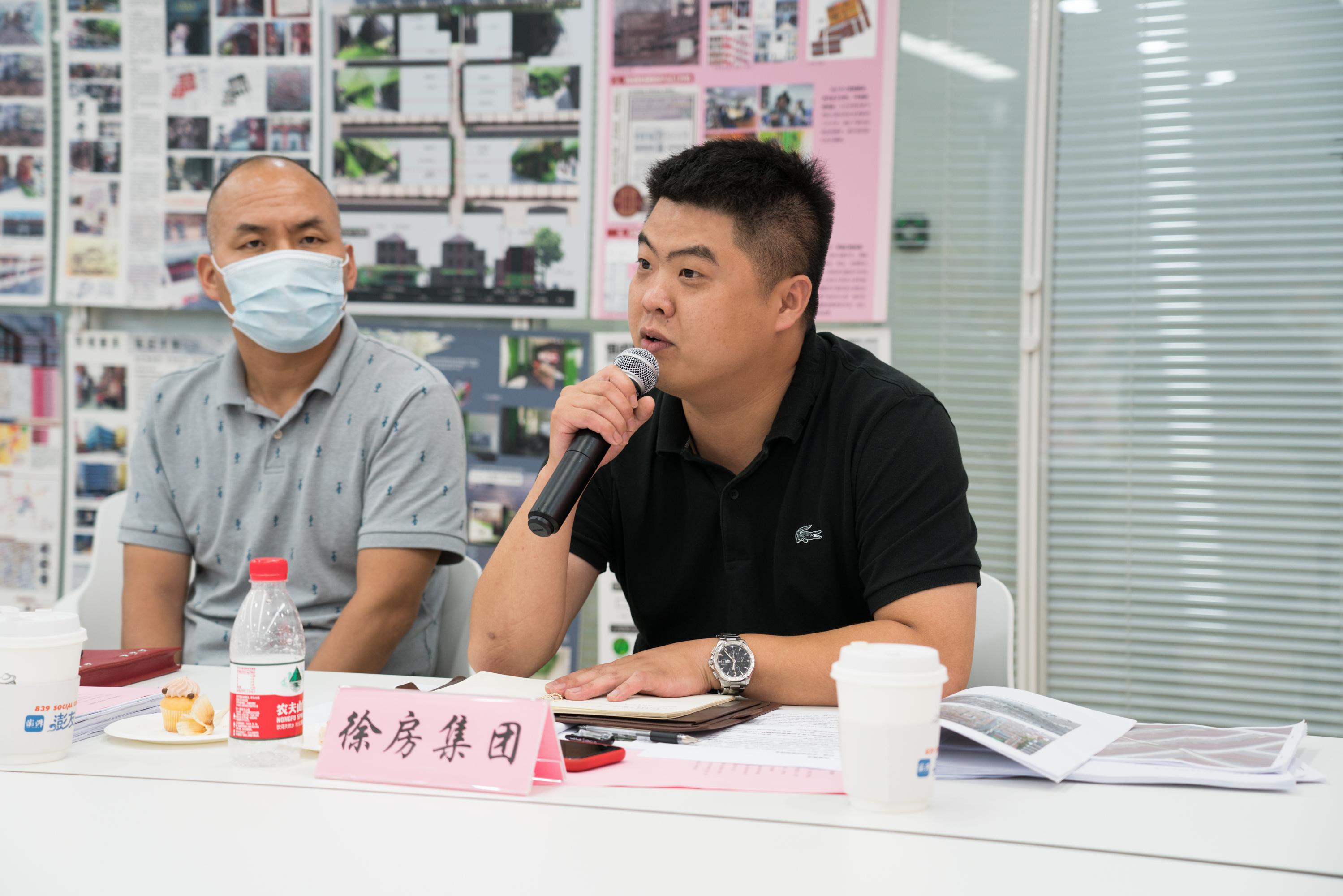 徐房建筑施工部副经理岳嘉勇在发言中。