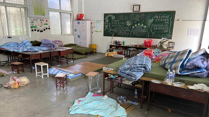 特写|二次紧急大撤离:洪水逼近卫辉一小学安置点的12小时