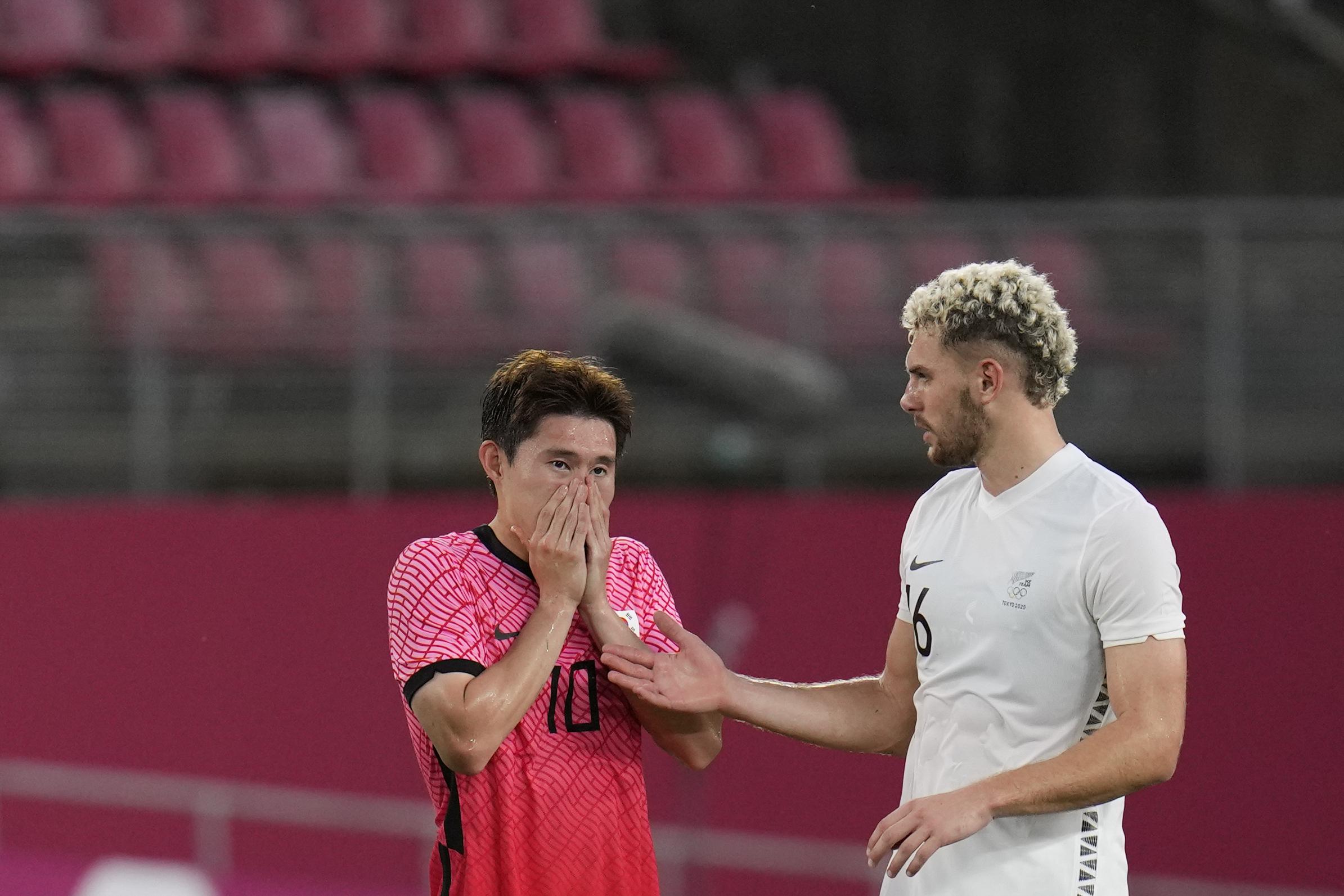 韩国队输球,失望溢于言表。