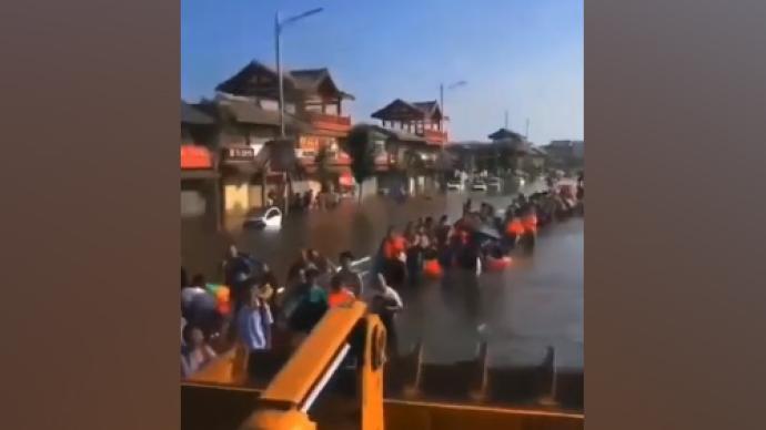 河南暴雨·救援|卫辉狮豹头乡:村民自救,急需食品和发电机