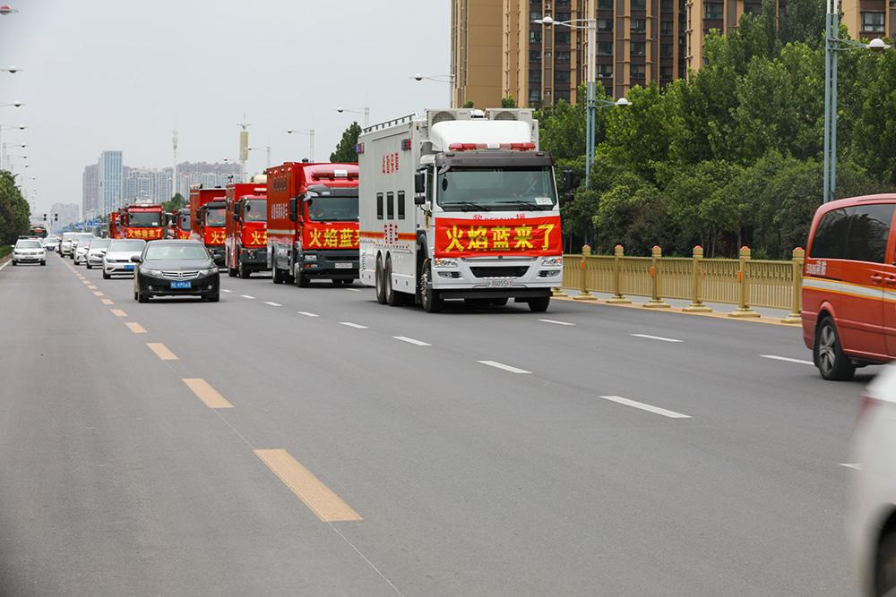 7月28日,上海消防从河南安阳转战卫辉继续救灾。