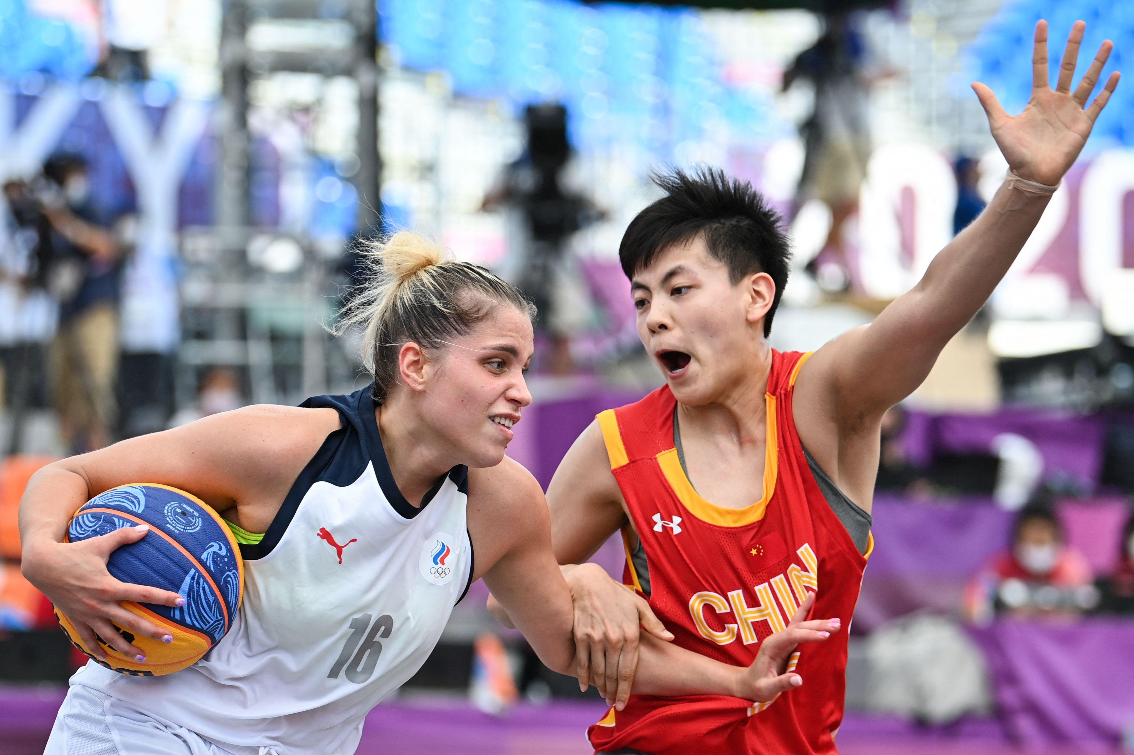 杨舒予防守俄罗斯选手。