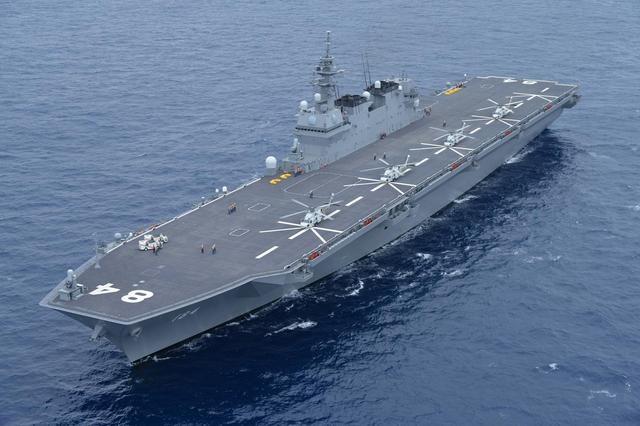 """""""加贺""""号直升机母舰。"""