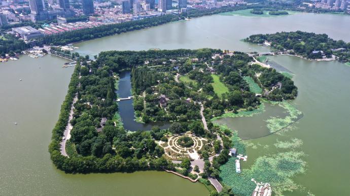"""南京玄武湖回应""""开园"""":此前因台风闭园,重开基于严格管控"""