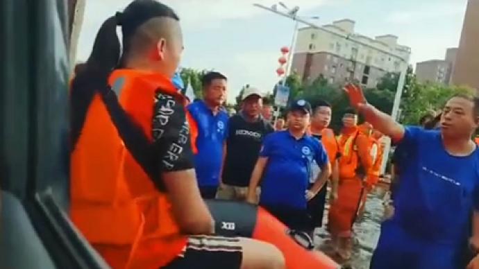 主播在河南灾区偷开救生艇作秀?律师:若严重影响救灾涉犯罪
