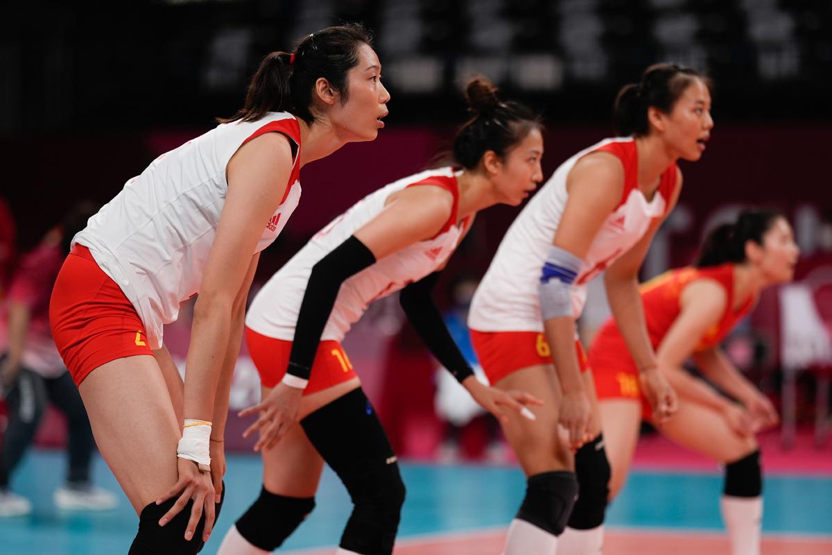 面对俄罗斯奥委队,女排队员时刻保持紧张。