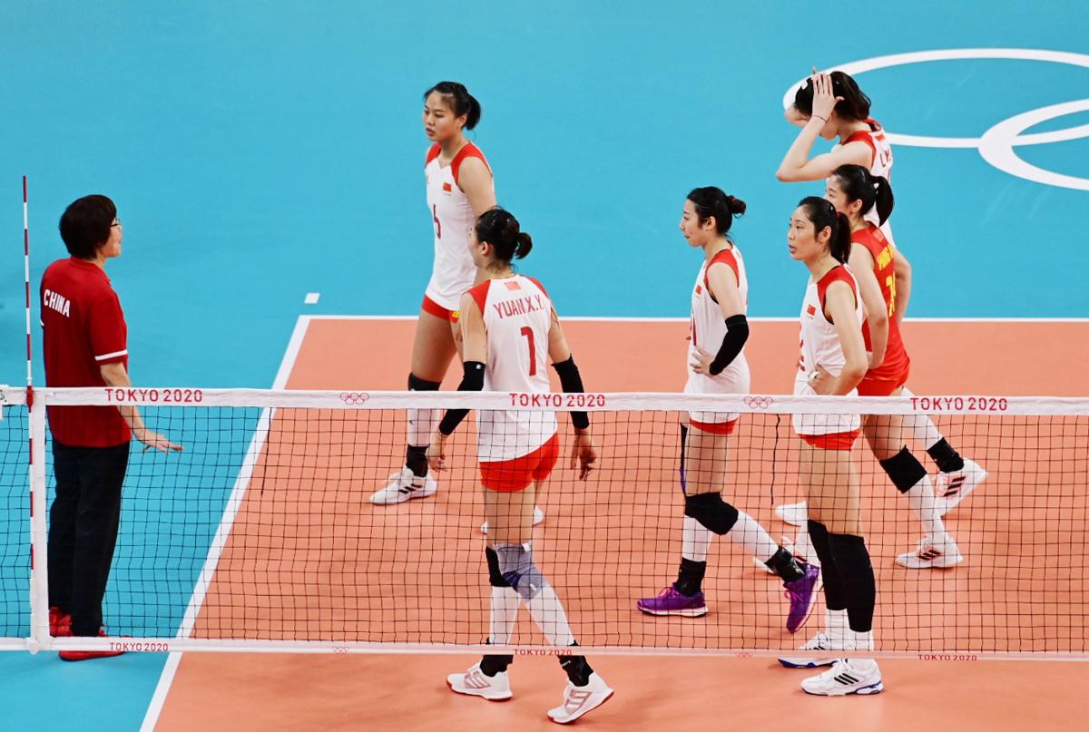 决胜局比赛,俄罗斯女排打出气势,一路领先,最终中国女排12-15无奈交出胜利。