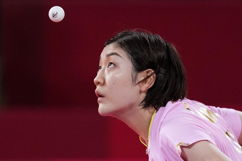 世界第一陈梦摘下奥运女单金牌。陈梦在乒乓女单决赛中。