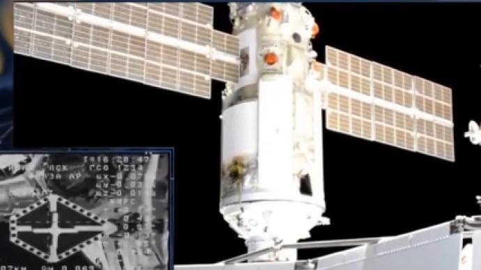"""俄罗斯""""科学""""号实验舱与国际空间站成功对接"""