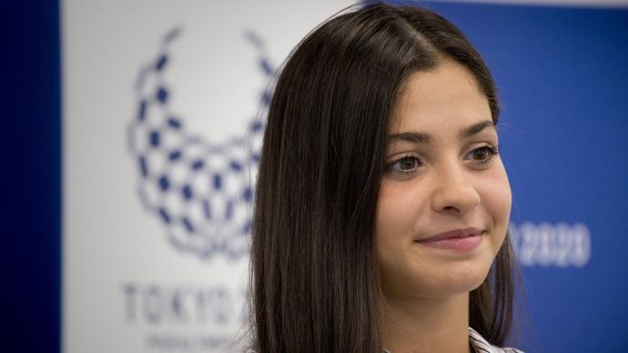 她是奥运难民代表团的旗帜,她在冰凉的大海里救了20人