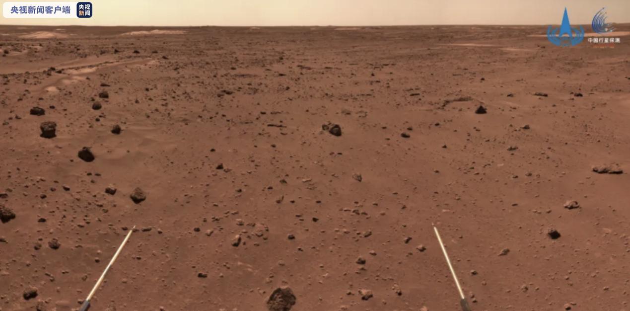 """""""祝融号""""火星车拍摄的复杂地形地带图"""