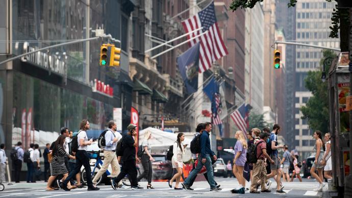 美国经济规模超过疫情前水平,但德尔塔毒株为其前景蒙上暗影