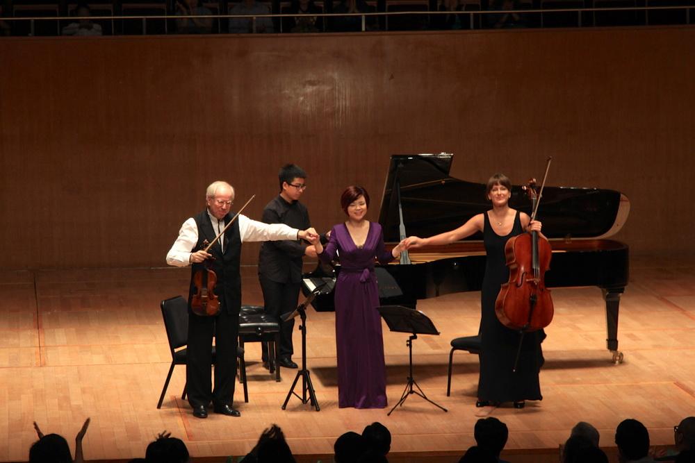 小提琴家吉顿·克莱默与钢琴家陈萨合作三重奏音乐会