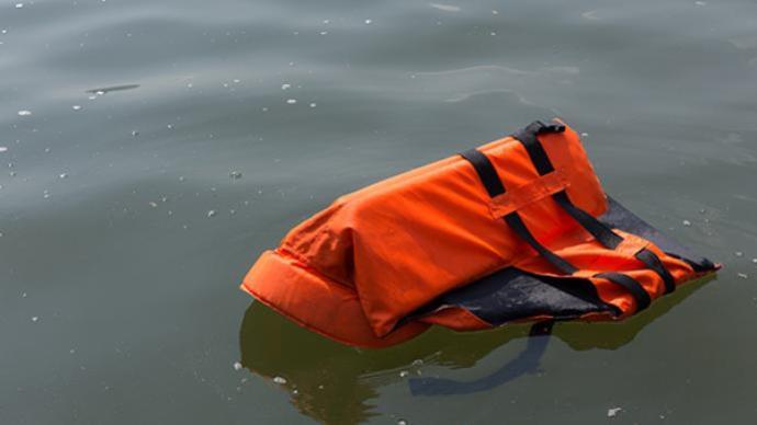 四川达州一女孩在水上乐园溺亡救生员被指失职,警方介入调查