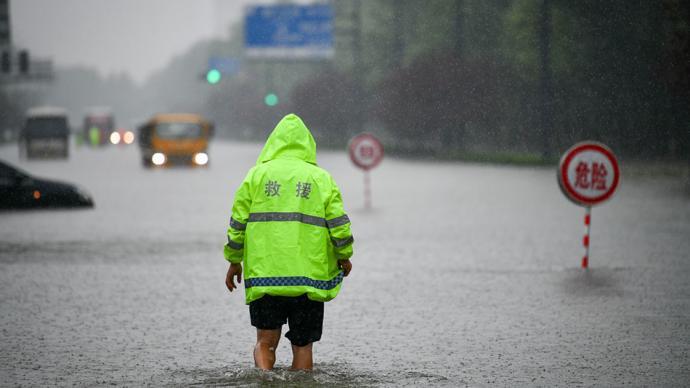 """防洪 专家:暴雨""""千年一遇""""不是城市逾越安全底线的免责牌"""