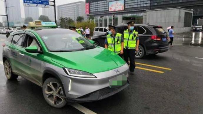 灾情期间不打表、乱收费,郑州7辆出租车被处罚