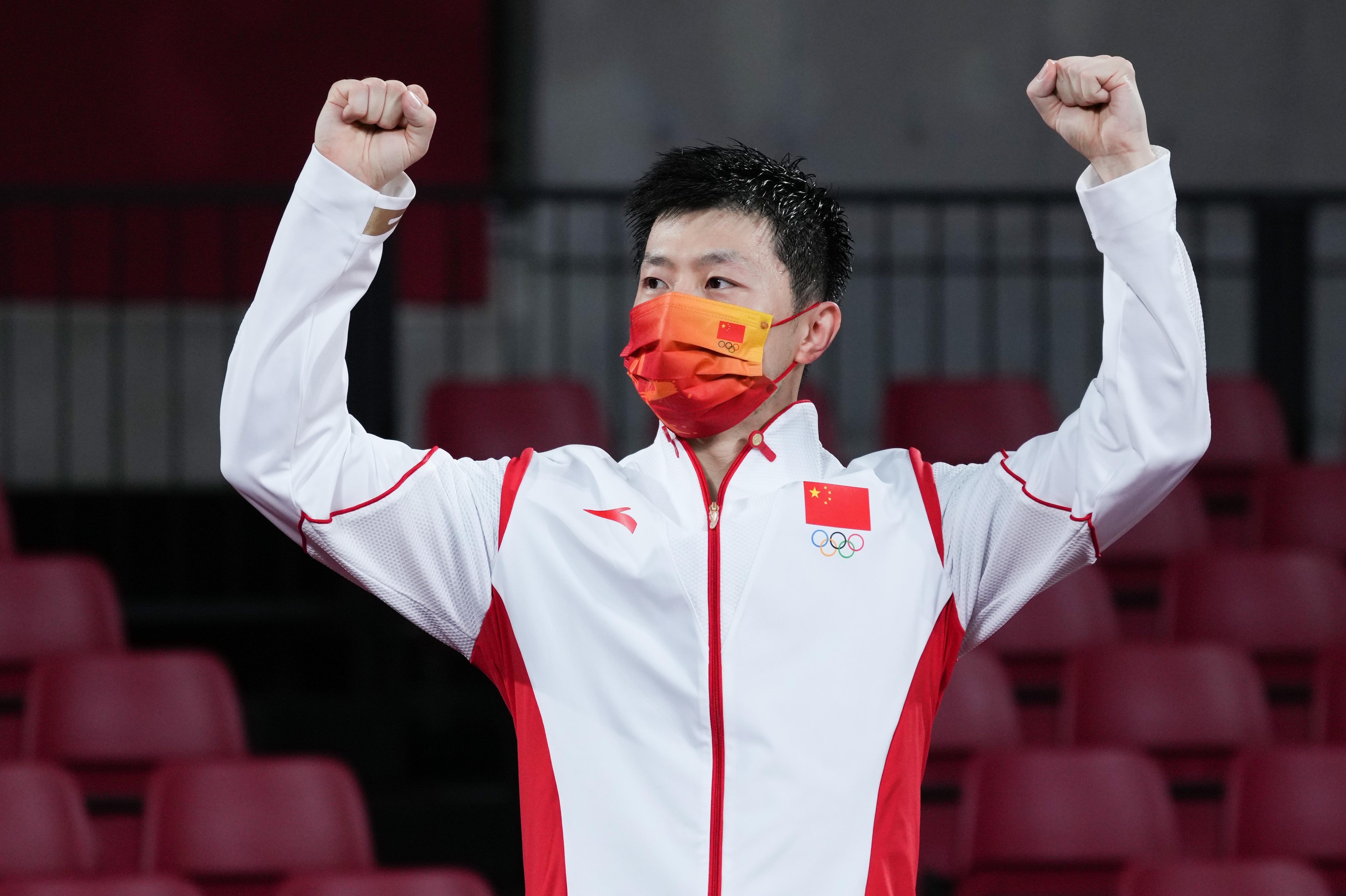 这就是巅峰对决!马龙击败樊振东,男乒卫冕奥运金牌第一人(图7)