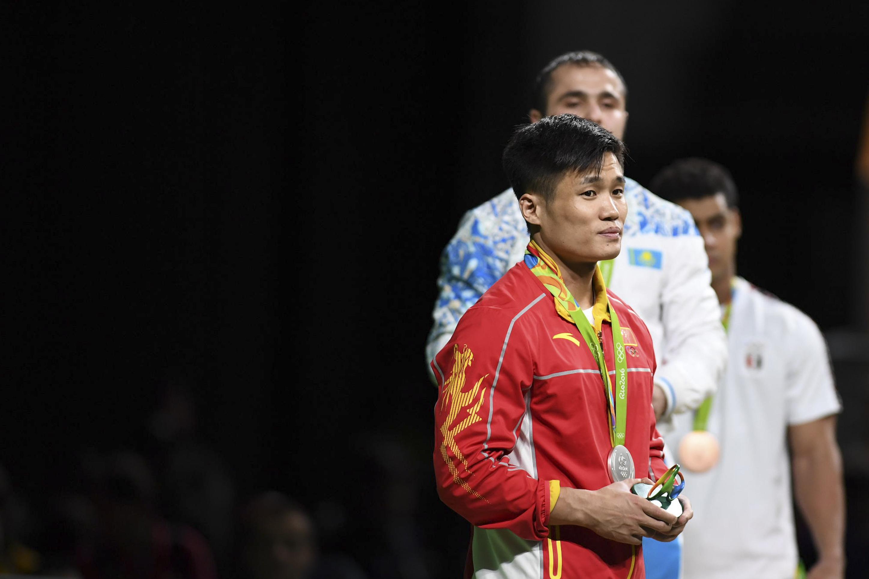 里约奥运,吕小军遭遇争议判罚,无奈摘银。