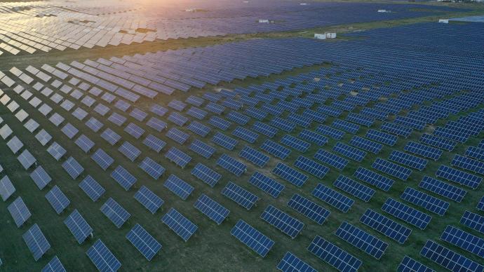 """新华热评:坚决纠正运动式减碳,遏制""""两高""""项目盲目发展"""