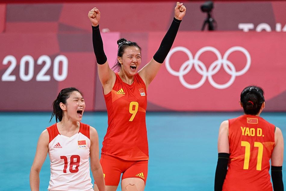当地时间2021年7月31日,日本,2020东京奥运会女排小组赛B组比赛现场,中国女排对战意大利。女排姑娘们庆祝得分。