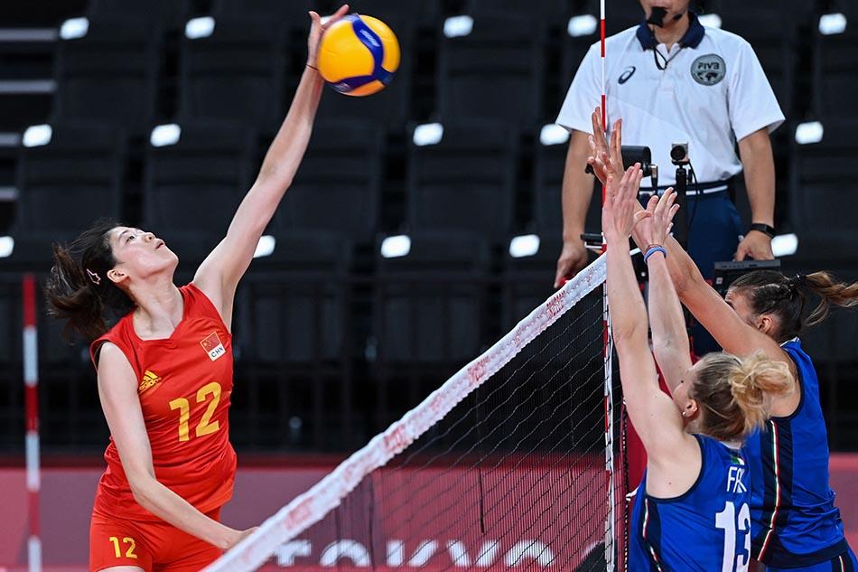 当地时间2021年7月31日,日本,2020东京奥运会女排小组赛B组比赛现场,中国女排对战意大利。李盈莹扣杀时刻