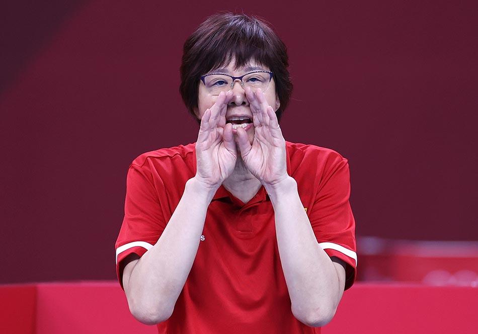 当地时间2021年7月31日,日本,2020东京奥运会女排小组赛B组比赛现场,中国女排对战意大利。郎平教练在现场指导。