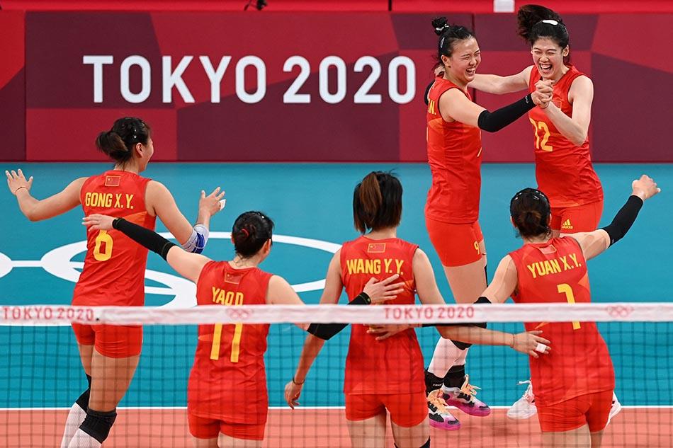 当地时间2021年7月31日,日本,2020东京奥运会女排小组赛B组比赛现场,中国女排对战意大利。 得分后,女排姑娘们跳舞欢呼庆祝