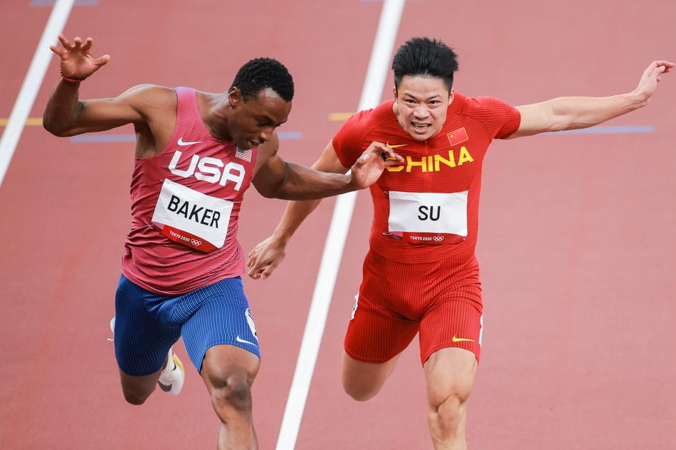 苏炳添在百米决赛中