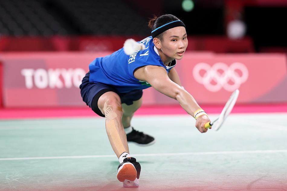 中国台北选手戴资颖在比赛中回球。
