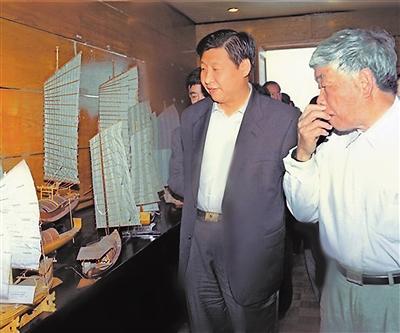 2001年4月,习近平到泉州海外交通史博物馆考察。 资料图