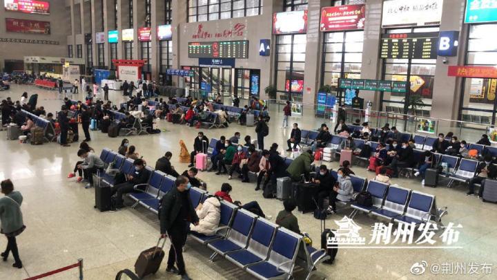 荆州火车站候车厅。资料图