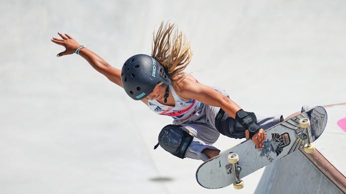 深一度|13岁女孩拿下滑板铜牌,她的身价和代言已达千万