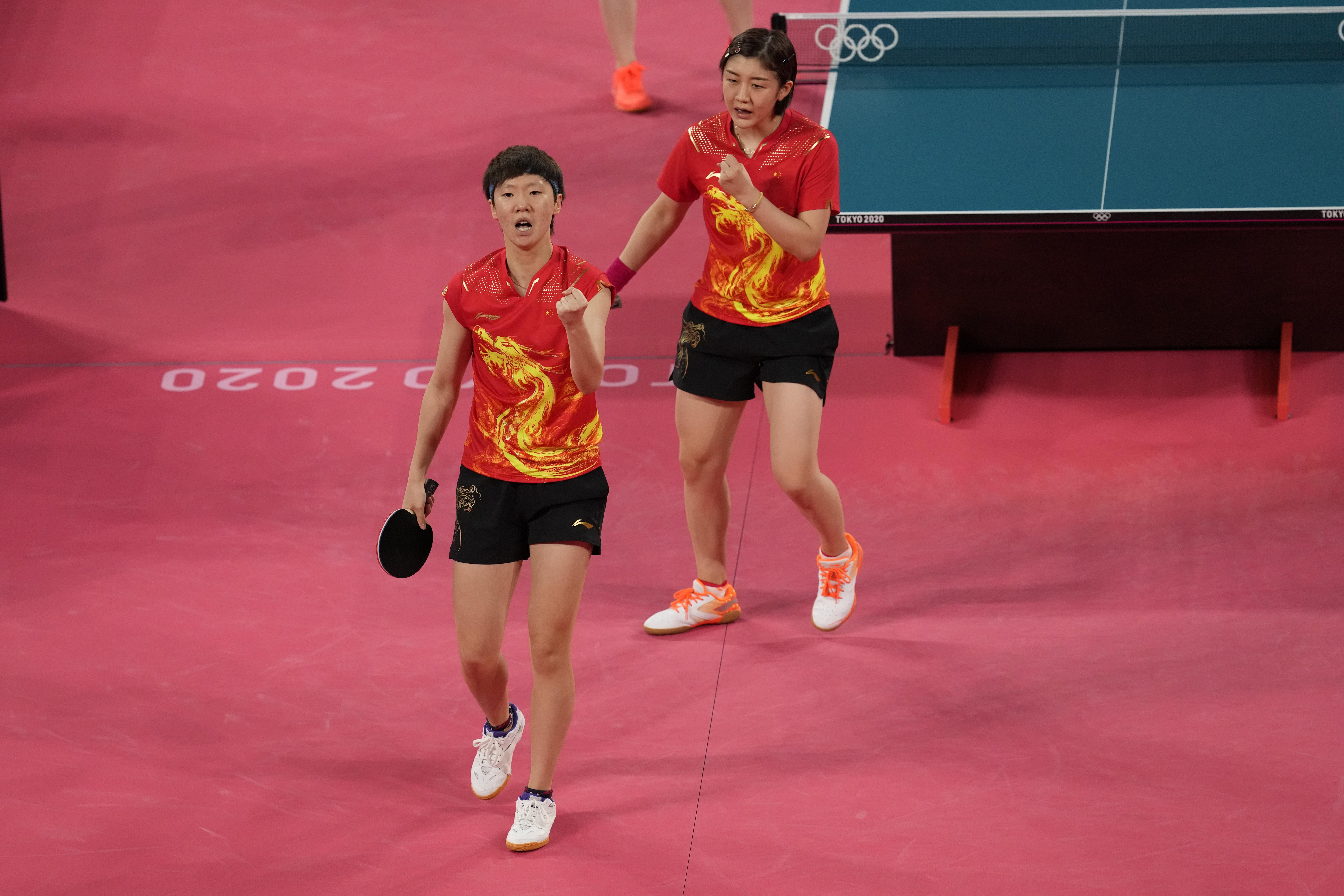 王曼昱(左)和陈梦。